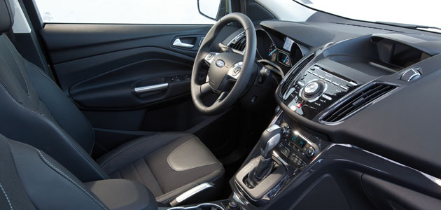 Ford kuga beaucoup plus ambitieux for Interieur ford kuga