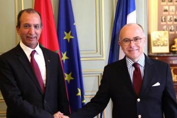 Le ministre de l'Intérieur, Mohamed Hassad et son homologue français, Bernard Cazeneuve.