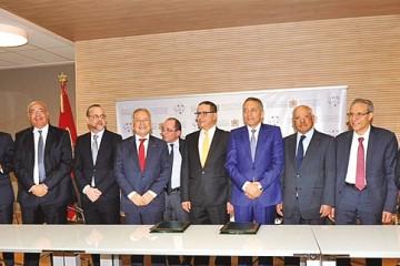 Moulay Hafid Elalamy, ministre de l'Industrie et du commerce, Mohammed Boussaid, ministre de l'Economie et des finances et les présidents des associations professionnelles des filières des industries des matériaux de construction.