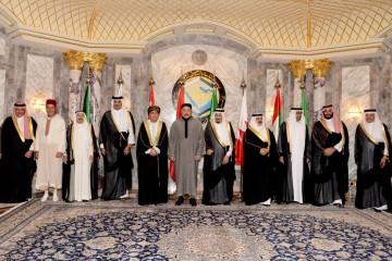 Photo souvenir de SM le Roi avec les chefs d'Etat du CCG à l'occasion de l'ouverture du Sommet Maroc-Pays du Golfe à Ryad