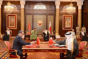 SM le Roi et le Souverain de Bahreïn président la cérémonie de signature de trois conventions de coopération bilatérale
