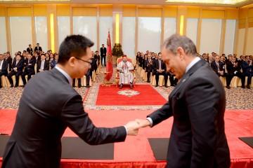 SM le Roi préside à Pékin la cérémonie de signature de plusieurs conventions de partenariat public/privé