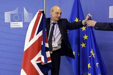 L'Union Jack est remplacé par le drapeau européen.