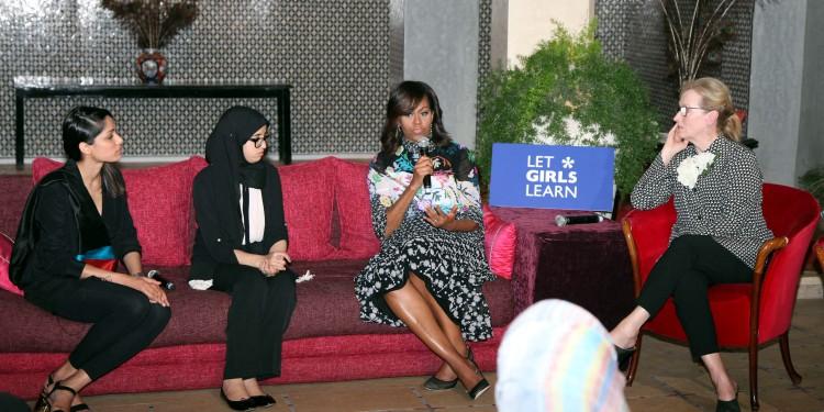 """Michelle Obama échange avec des jeunes filles marocaines à Marrakech dans le cadre de l'initiative américaine """"Let Girls Learn"""""""