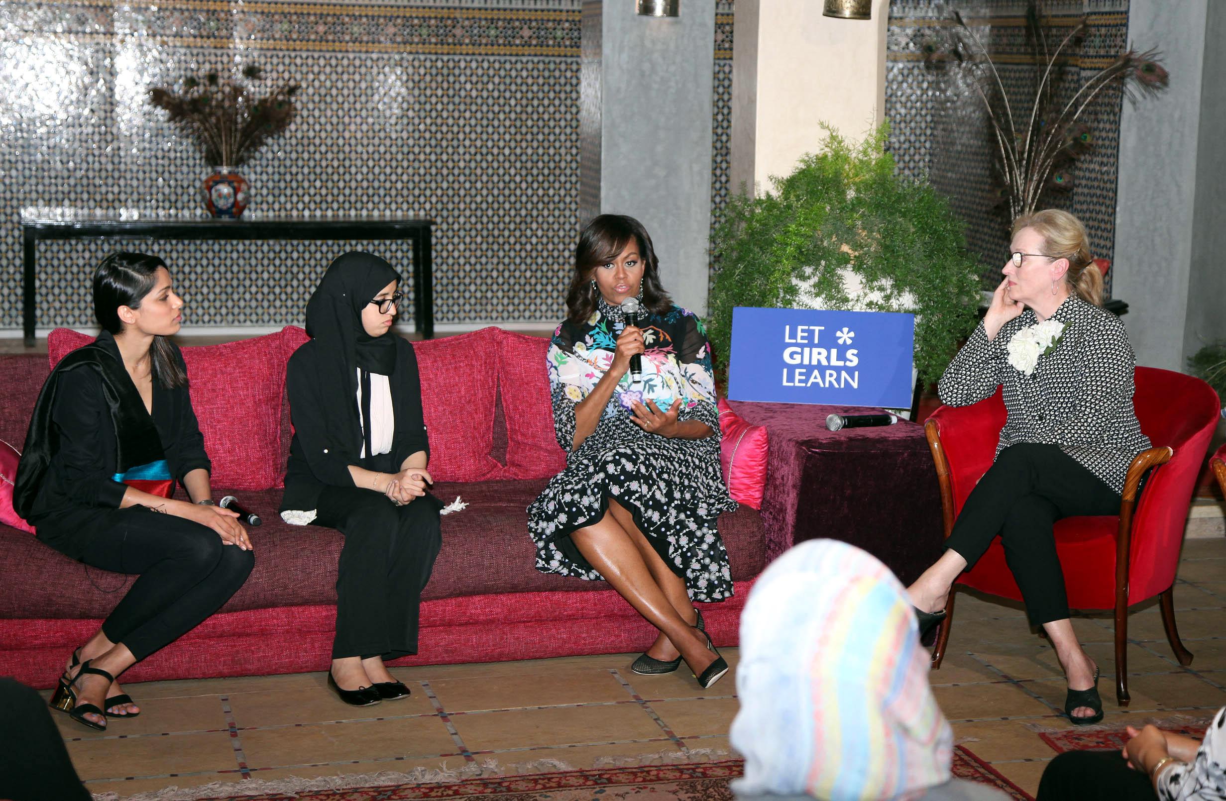 rencontre avec les filles marocaines Parc ouvre 10h en rencontre avec les filles marocaines basse saison pédagogique de l'ifas 85 mai 2006 dans quotidien sur tmc, yann barthès.