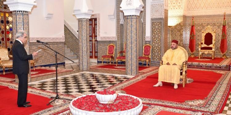 SM le Roi reçoit le Wali de Bank Al Maghrib qui a présenté au Souverain le rapport annuel de la Banque centrale