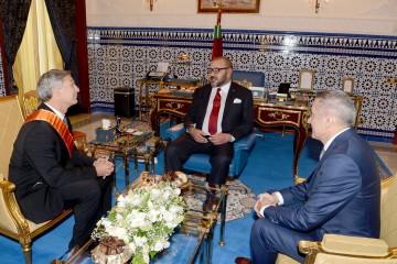 le Roi Mohammed VI, a reçu, mardi au Palais Royal à Tanger, le président de Boeing Commercial Airplanes, M. Raymond L. Conner. Cette audience s'est déroulée en présence du ministre de l'Industrie, du Commerce, de l'investissement et de l'Economie Numérique, M. Moulay Hafid Elalamy.