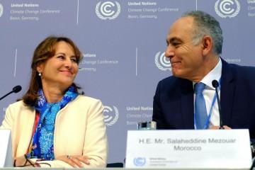 La présidente de la COP 21, Ségolène Royal et le futur président de la COP 22 Salaheddine Mezouar.