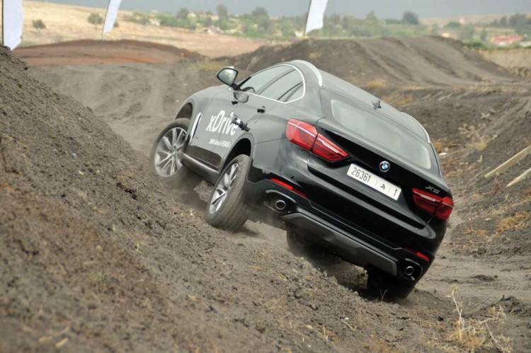 Efficace comme un modèle X, mais sportive comme un coupé, la BMW X6 avec ses puissants moteurs BMW TwinPower Turbo se révèle très polyvalente.