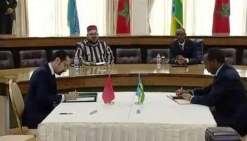 M. Mohamed Ben Ouda et M. Francis Gatare, CEO de RDB et membre du gouvernementrwandais lors de la  signature de deux mémorandums d'entente avec Rwanda Development Board (RDB)