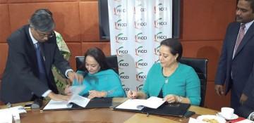 Signature de partenariat entre la CGEM et la Fédération Indienne des Chambres de Commerces et d'Industries (FICCI), en marge du Forum Inde-Afrique tenu à New Delhi en Octobre 2015.
