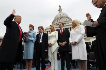Donald Trump prête serment devant les yeux attentifs de sa famille  ©Lefigaro.fr