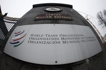 L'Organisation mondiale du Commerce (OMC) a annoncé que le commerce mondial devrait progresser de 3,3% cette année puis de 4,0% en 2016, soit moins que ce qui était prévu auparavant. /Photo d'archives/REUTERS/Ruben Sprich