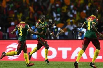 Vincent Aboubakar (numéro 10) fête le but de la victoire.   ©AFP