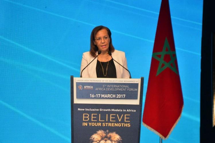 Madeleine Berre, ministre de la Promotion des Investissements Privés, du Commerce, du Tourisme et de l'Industrie du Gabon