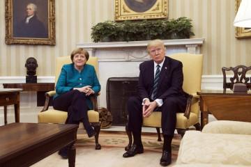 Angela Merkel, chancelière allemande et Donald Trump, président des États-Unis, au Bureau ovale.