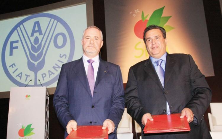 Aziz Akhannouch, ministre de l'Agriculture, de la Pêche Maritime, du Développement Rurale et des Eaux et Forêts et Michael George Hage, représentant de la FAO