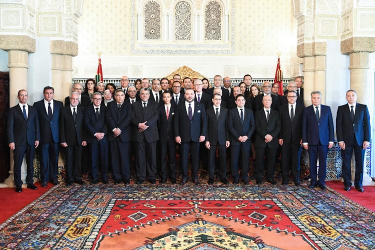 SM le Roi Mohammed VI et le prince héritier Moulay Hassan en compagnie du gouvernement El Othmani
