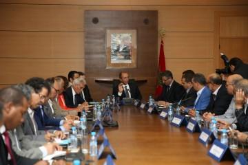 Mohamed Hassad, ministre de l'Éducation Nationale et les secrétaires généraux des syndicats de l'enseignement