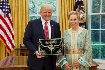 Donald Trump, président des États-Unis et Chrifa Lalla Joumala, nouvel ambassadeur du Maroc aux États-Unis
