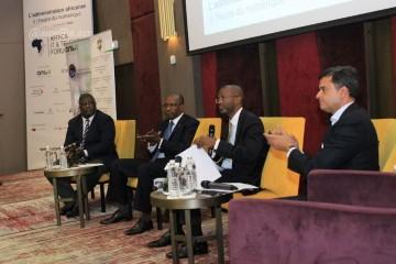Cérémonie de clôture de l`Africa IT & Telecom Forum. On reconnait sur la photo, Abdou Soulèye Diop, Associé Gérant de Mazars Maroc (premier à partir de la gauche) et Hassan Alaoui, Président d'Africa IT & Telecom Forum et Président du groupe i-Conférences (quatrième).