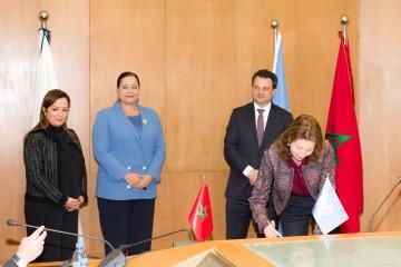 De gauche à droite : Houda Sbihi, directrice centrale en charge du Pôle Gouvernance & Développement du Groupe BMCE Bank, Miriem Bensalah-Chaqroun, présidente de la CGEM, Philippe Poinceau, représentant de la PNUD au Maroc, et Fatima Zahra Bensalah, administrateur directeur général d'Atlanta Assurances