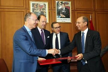 De gauche à droite :  Eric Baulard, directeur de l'AFD au Maroc, François Girault, ambassadeur de France au Maroc, Mohamed Boussaïd, ministre de l'Économie et des Finances et Mohamed Hassad, ministre de l'Éducation Nationale