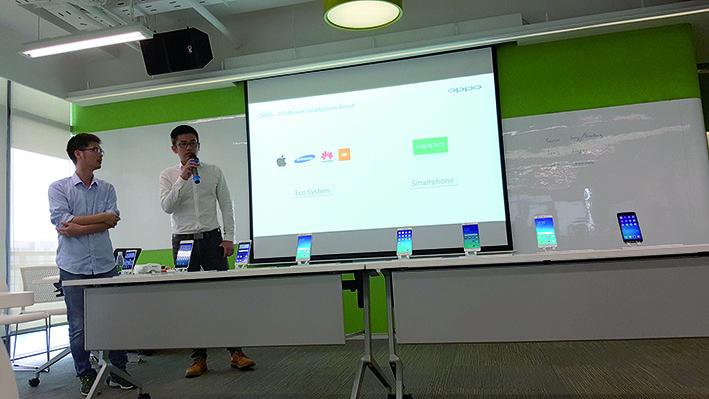 Zhou Qiqun, Hardware Director et Charles Tan, International PR Director de Oppo