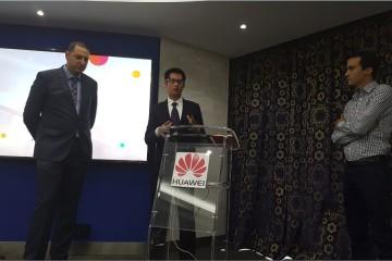 Karim Galzim, directeur des ventes, Jacky Hong, DG et Yassine Elkhabbaz, PR Social & Marketing Manager de Huawei Device Maroc