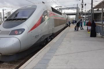 Le TGV stationné à la gare de Kénitra après les essais techniques réalisés en septembre 2017. © Challenge