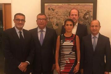 Fayçal Laâraïchi, président du CNOM, Kamal Lahlou, vice-président du CNOM, Marie-Cécile Tardieu-Girault, Chef du Service Économique Régional de Rabat de l'ambassade de France au Maroc, Jean-François Girault, ambassadeur de France au Maroc, Abdeslam Ahizoune, vice-président du CNOM.
