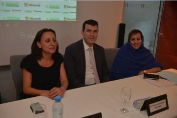 Leila Serhan, DG de Microsoft pour l'Afrique du Nord, la Méditerranée orientale et le Pakistan, Hicham Iraqi Houssaini, DG de Microsoft Maroc et Hajbouha Zoubeir, vice-président délégué de la Fondation Phosboucraa