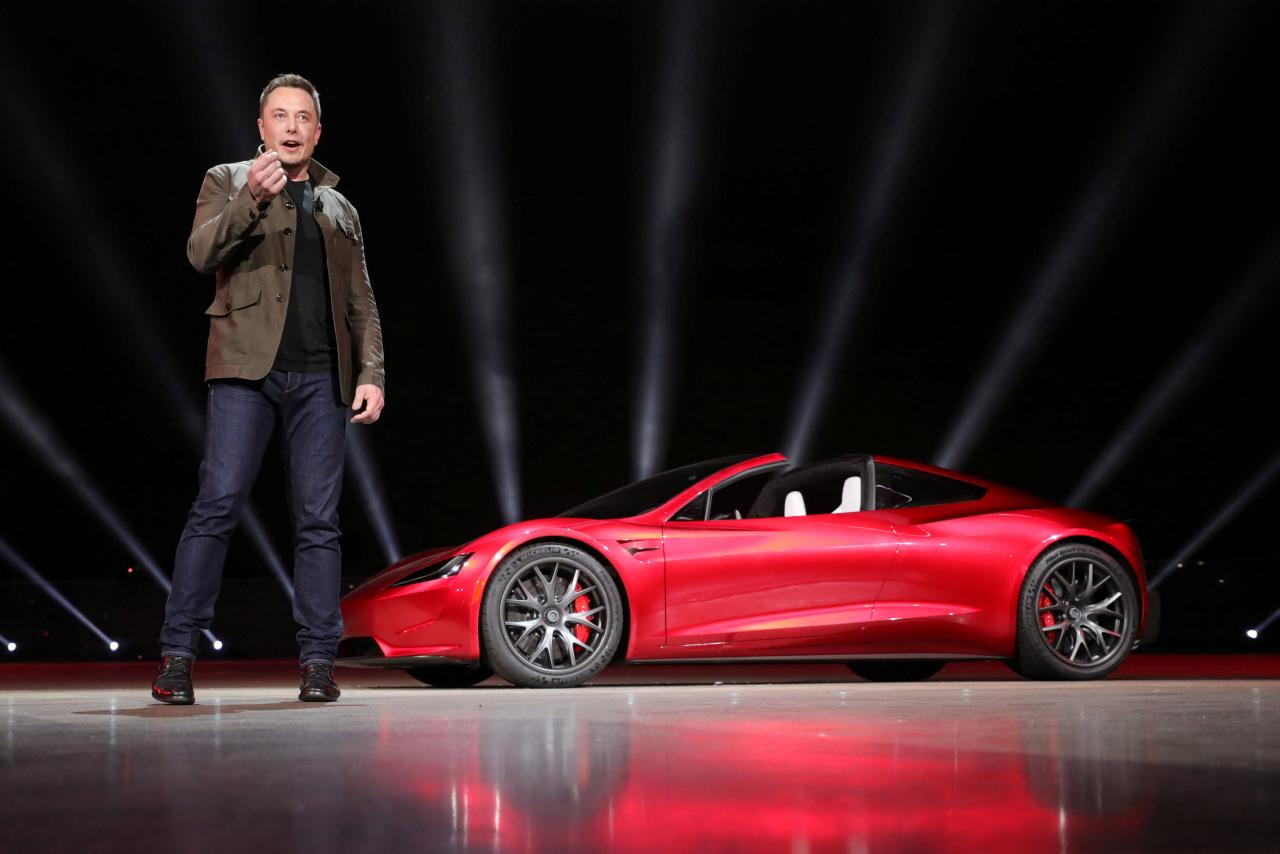 Elon Musk PDG de Tesla dévoile la Roadster 2 lors de la présentation faite à Hawthorne Californie