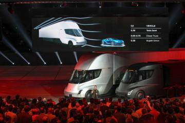 La Tesla Semi a une autonomie de 800 km.