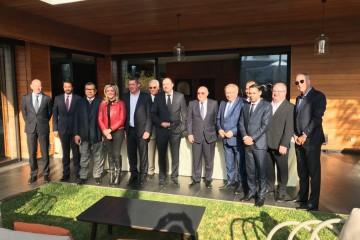 La membres de la mission parlementaire wallonne en compagnie des membres de la Fondation Belgica