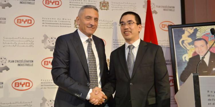 Moulay Hafid Elalamy, ministre de l'Industrie, de l'Investissement, du Commerce et de l'Économie numérique et Ad Huang, directeur général de BYD Auto Industry