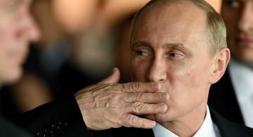 Vladimir Poutine est au pouvoir depuis dix-sept ans à la présidence ou au poste de premier ministre de Russie.