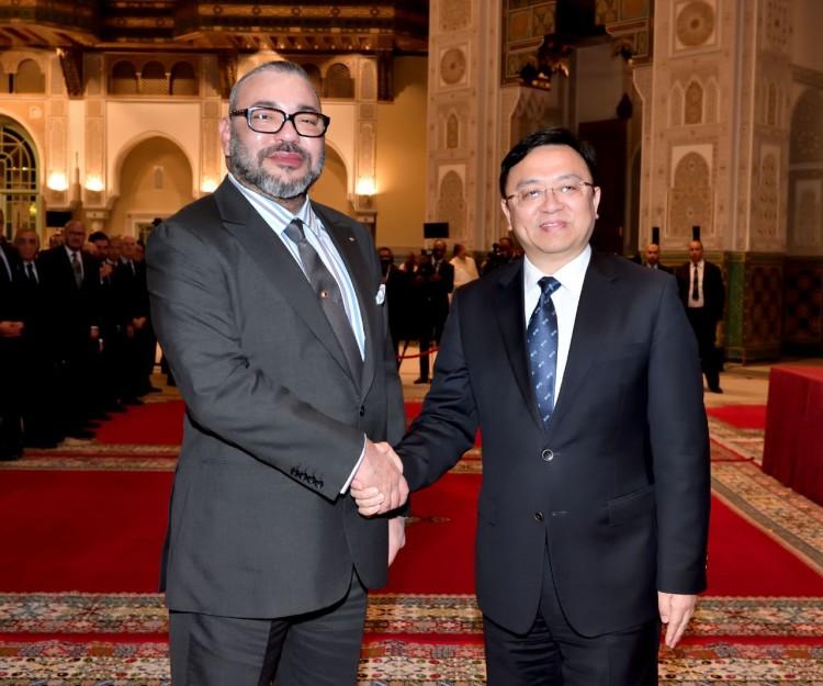 S.M le Roi Mohammed VI reçevant au palais royal de Casablanca, Wang Chuanfu, président du groupe chinois BYD Auto Industry.