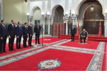 Mohamed El Gharass, secrétaire d'État chargé de la formation professionnelle, Mohcine Jazouli, ministre délégué chargé de la Coopération africaine, Anas Doukkali, ministre de la Santé, Saïd Amzazi, ministre de l'Education nationale, Abdelahad Fassi Fihri, ministre de l'Habitat, Saâdeddine El Othmani, Chef du gouvernement et SM le roi Mohammed VI