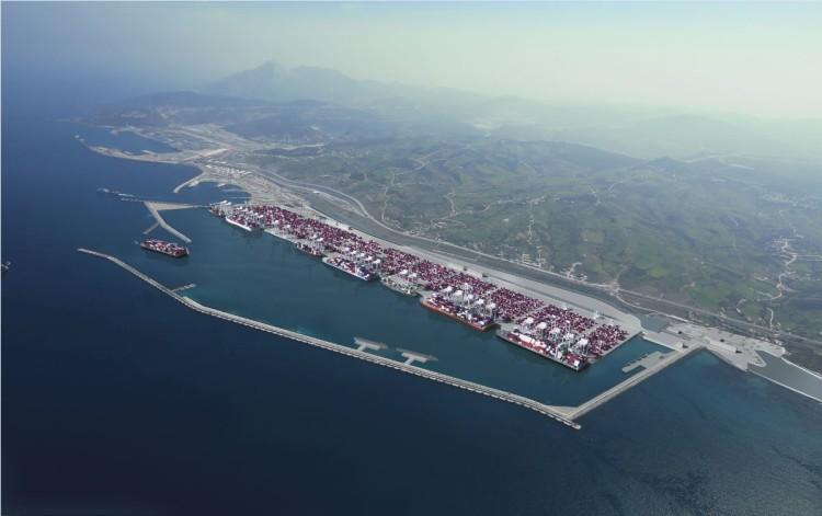 Le nombre de conteneurs traités est en croissance de 12%.