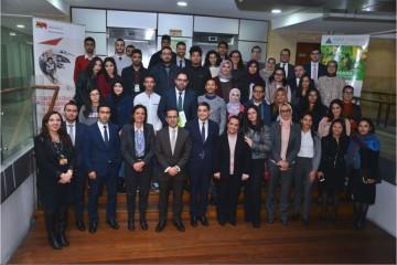 Youssef Rouissi, directeur général adjoint en charge de la Banque de Financement et d'Investissement de Attijariwafa bank et Laila Mamou, présidente de Injaz Al-Maghrib en compagnie de la 4ème promotion de Smart Start.