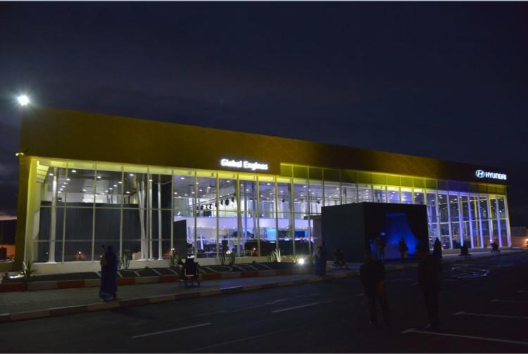 Le showroom s'étale sur une superficie de 12.000 m²