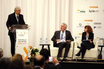 Nizar Baraka, président du Conseil Économique Social et Environnemental, Gerard Seeber, Haut-commissaire australien pour le Commerce et Investissements et Son Excellence Madame Berenice Owen-Jones, ambassadeur d'Australie au Maroc