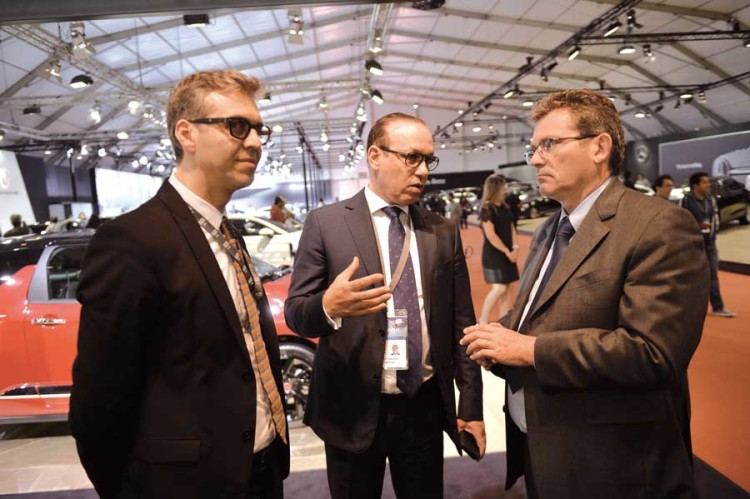 Hamid Berrada, responsable des Ventes Nationales de Citroën, Marouane Tarafa, PDG de la Sopriam et Jean-Christophe Quémard, directeur zone Afrique-Moyen-Orient de PSA.