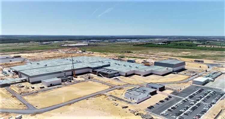 D'une capacité de production annuelle de 100 000 véhicules, la nouvelle usine de PSA devrait bien vite monter en cadence. En atteste le lancement des travaux d'extension de ce complexe dont la capacité de production sera doublée avant même 2023.