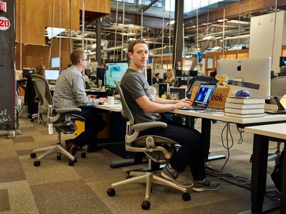 Mark Zuckerberg rassure les employés de la firme — Facebook